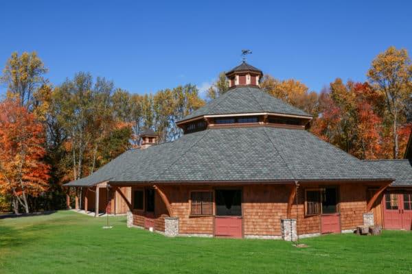 round horse barn construction